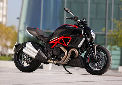 2011 Ducati Diavel Carbon Photos
