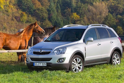 2011 Opel Antara Photos