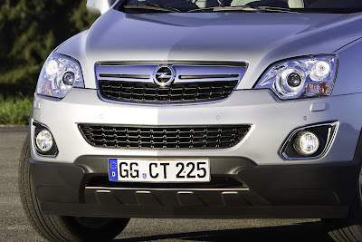2011 Opel Antara Front Light and Details