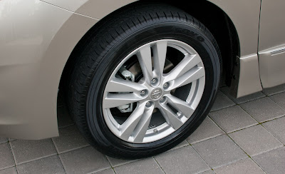 2011 Nissan Quest Wheel