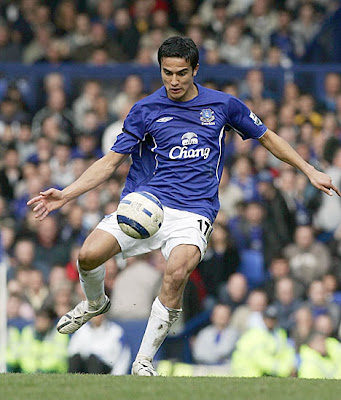 Tim Cahill Football Photos