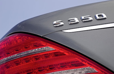 2012 Mercedes-Benz S350 BlueTEC 4MATICTaillight and Emblem