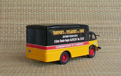 Garage de poche jip renault faineant 1956 type r4154 for Garage renault garche 57