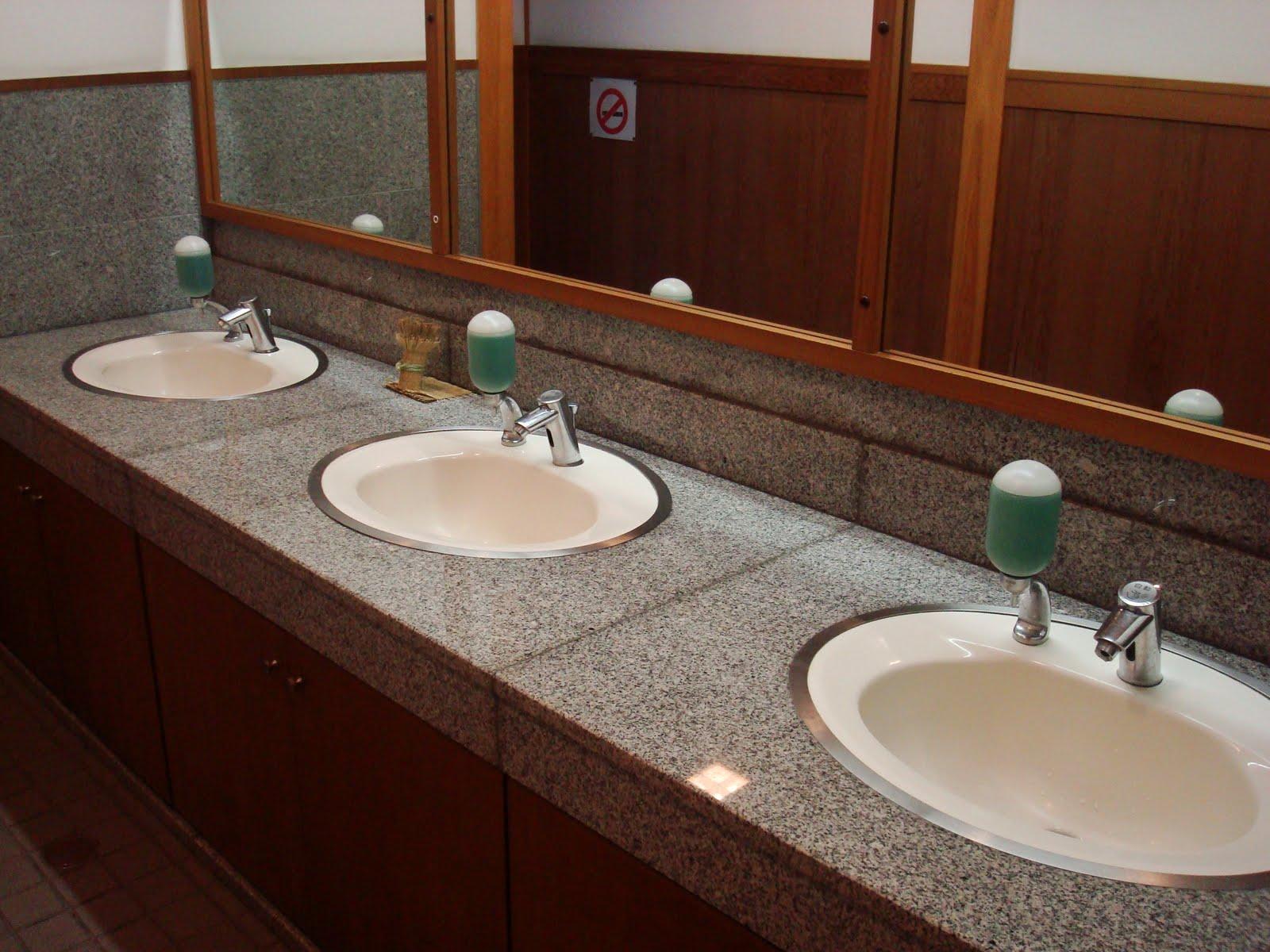 Pias do banheiro publico (ta melhor que o do Barra) #371D14 1600 1200