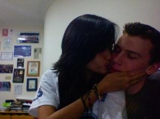 gambar foto mesra ciuman Cinta Laura David Richard syur telanjang bugil dan sangat nekat