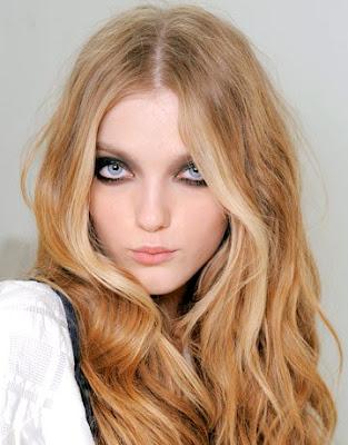 smokey eye, lipstain, easy hairstyle.