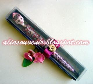 souvenir bolpen batik