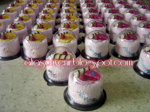 ... untuk produk Souvenir Towel Cake sbg Souvenir Ulang Tahun Anak