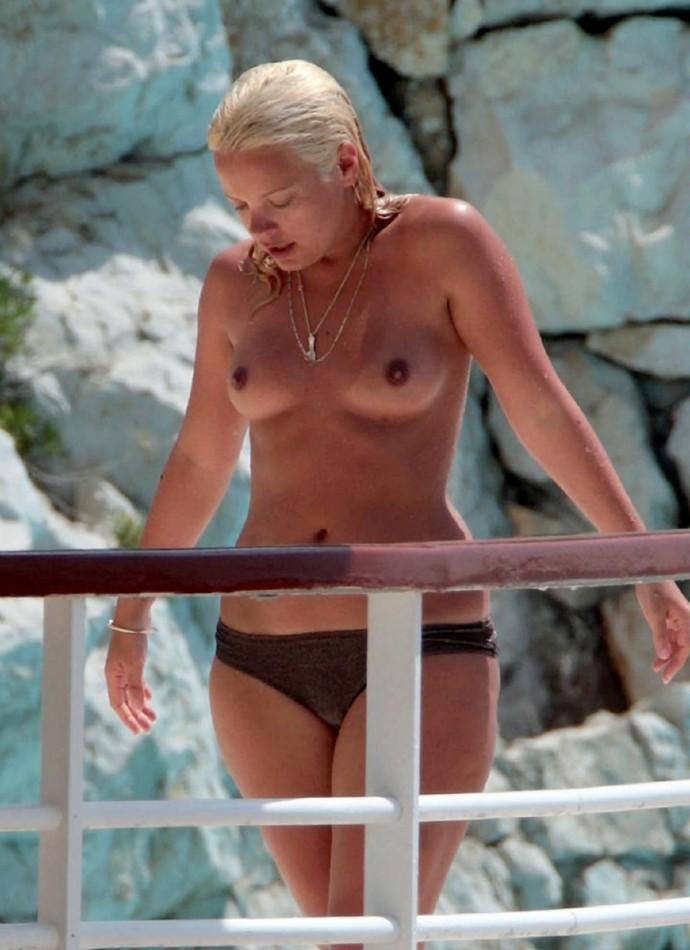 Lily Allen nip slip - Free Nude Celebs Pictures