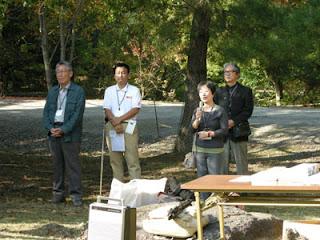 左から、岡崎浩(一水会会員)先生、大東純子(二紀会同人)先生(=左から3人目)、櫻井晨正(二紀会委員)先生(=左から4人目)