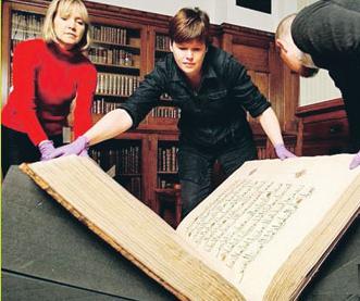 Kitab Al-Quran Berusia 500 Tahun Dipamerkan di Internet