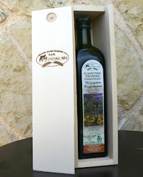 organic olive olive from Kalamata in wooden gift box