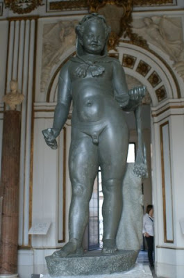 Strange Statue Seen On www.coolpicturegallery.us