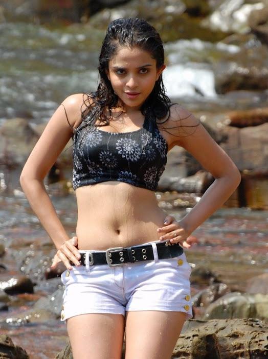 youngsheena shahabadi ings in short bikini actress pics