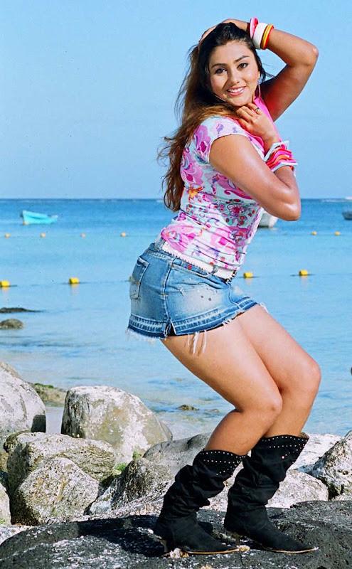South Hot Namitha Latest Body Sjhow Sexy Still Photos cleavage
