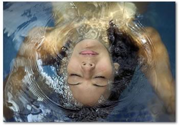 [woman_pool.jpg]