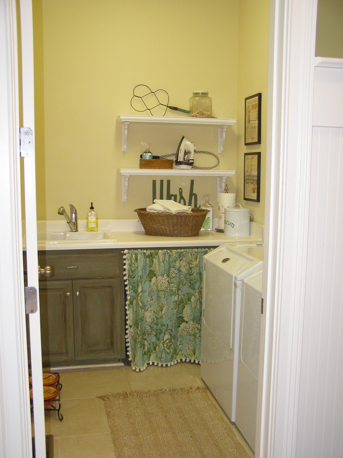 Laundry room shelves   davotanko home interior