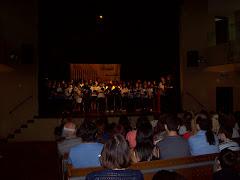Junto al coro de Leopoldo Marechal