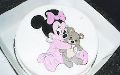 Minnie con su peluche
