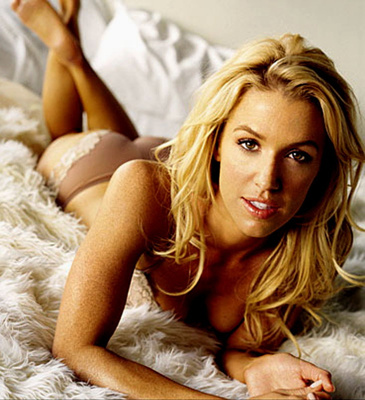 I dont know who Poppy Montgomery is, but she can get it