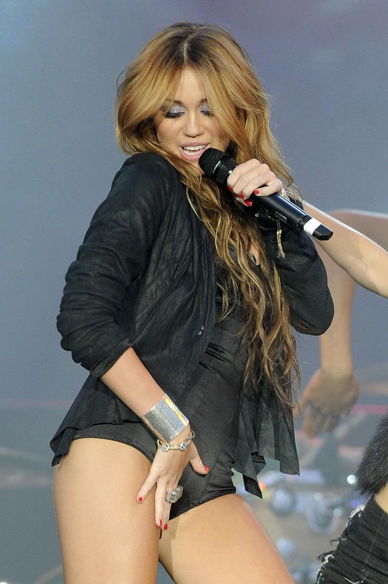 Miley cyrus madrid 2010 concert clip 1
