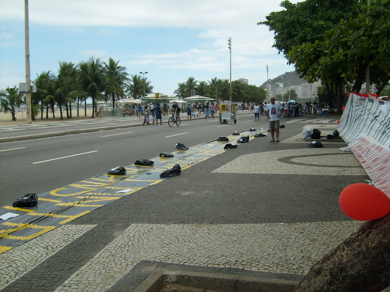 INICIO DO ABAIXO-ASSINADO NA PRAIA DE COPACABANA