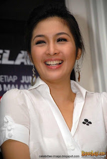 Sandra Dewi photos