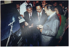 Artist with Tun Mahathir( OIC 2003)
