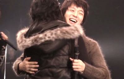 Hug & Hug .. Mas que un sentimiento TVXQ HUG+YOU%21%21%21+%284%29
