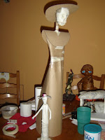 en esta ocacion, mostrare una catrina de 85 cms, hecha a base de carton, periodico y engrudo, de buen tamaño para decoracion y ponerla ala venta