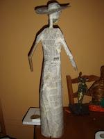 buen tamaño para decoracion y ponerla ala venta reforzando la con varias capas de cartapresta toda la figura, el craneo fue hecho con bolas de periodico