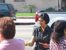 Repartimos volantes en la Iglesia de Santa Cecilia en Los Angeles,Ca. el 18 de Octubre 2009