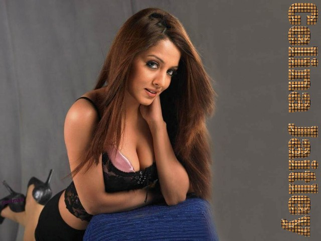 amrita arora wallpapers_13. Posted by nyuz at 8:45 AM