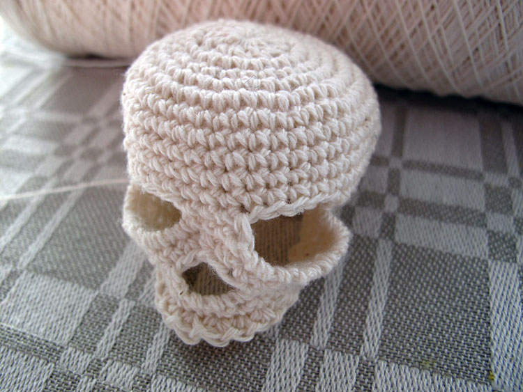 the pattern for my crochet skull and thought that I would crochet ...
