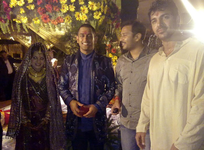 Indian Cricketer Mahendra Singh Dhoni's Marriage photos with Sakshi Rawat, Dhoni with Wife Wedding Reception