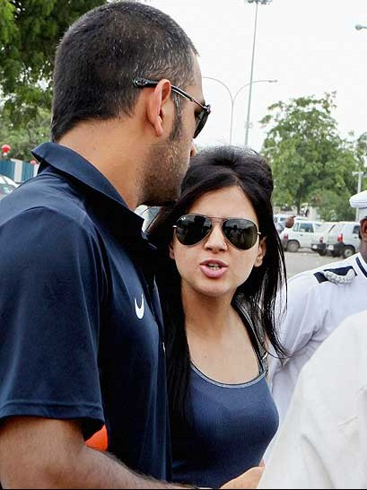 ms sakshi Ms dhoni dated these 4 gorgeous girls of bollywood before getting married to sakshi.