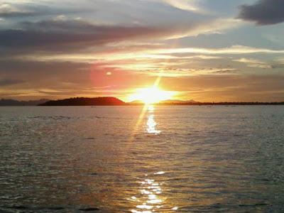http://3.bp.blogspot.com/_JNm6frfSszY/TJHmNmHh0LI/AAAAAAAABxM/bXEORwq7wCs/s1600/Pulau+Poncan+Gadang.jpg