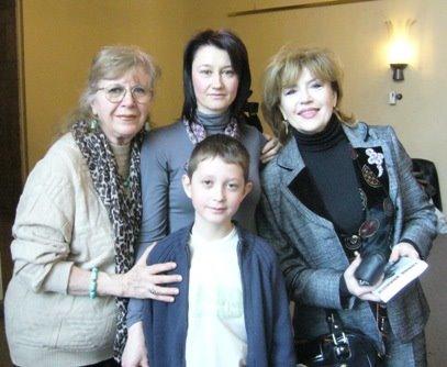 Intre Marie-Jeanne Gherghinescu, fiul meu, Andrei-Raphael si Corina Chiriac
