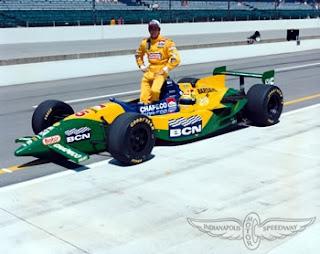 Christian Fittipaldi e seu carro pintado com a bandeira do Brasil
