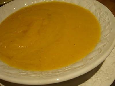 Articole culinare : SUPA-CREMA DIN BOSTAN CU DOVLECEL