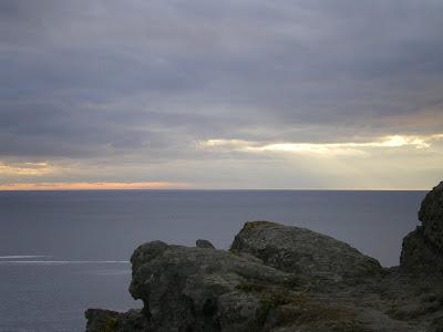 Mar y cielo de plomo desde punta Frouxeira