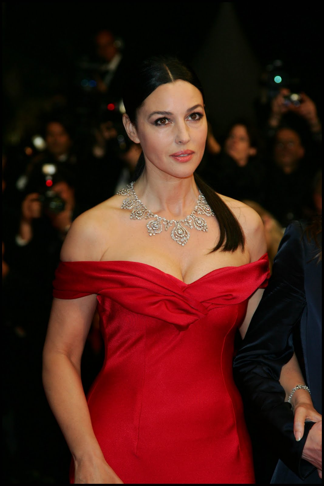 http://3.bp.blogspot.com/_JUw2aRvPUwc/Swp79cO16gI/AAAAAAAAMbQ/4wPGOqeAlGI/s1600/Monica+Bellucci+photo+5.jpg