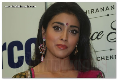 Shriya Saran is bollywood actress