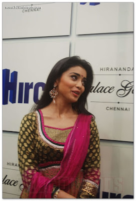 Shriya Saran is in traditional dress
