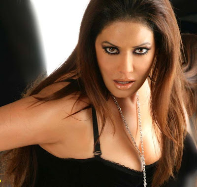 Poonam Jhawer is so famous in whole world