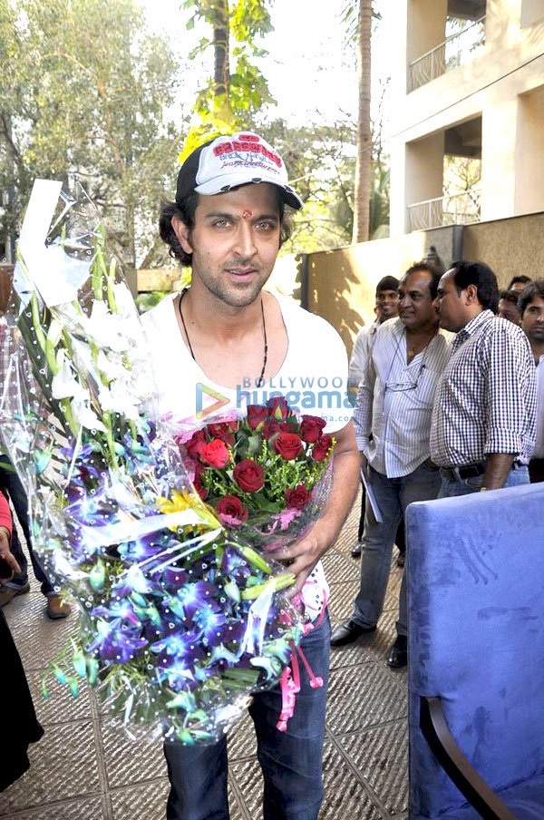 Hrithik celebrates his birthday with media
