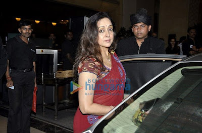 Sameera, Juhi and Hema Malini at Neeta Lulla's Dinner