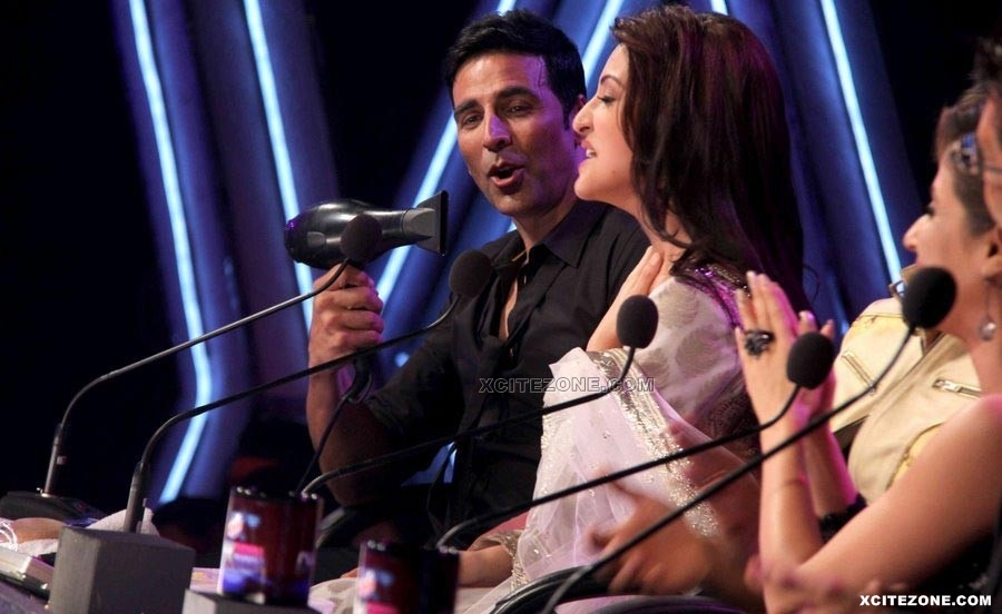 akshay kumar and anushka sharma performance for promotions of patiala house new tattoo design. Black Bedroom Furniture Sets. Home Design Ideas