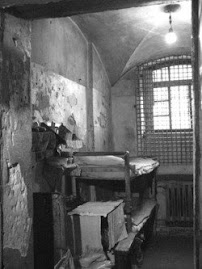 Обычный двойник в СИЗО-1, сидят 5-6 арестантов.