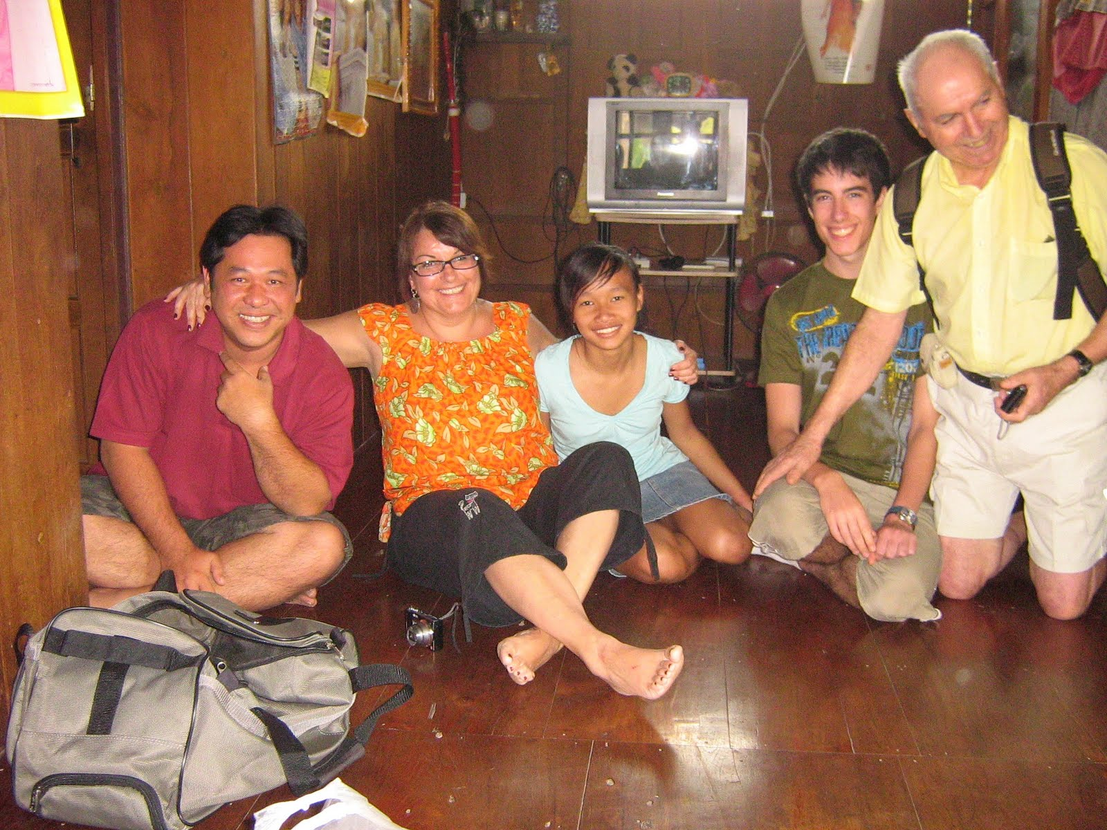 http://3.bp.blogspot.com/_JZN0FCJye5k/S8cKBWv4xFI/AAAAAAAAAl0/xAXFikpKYsA/s1600/Chez+Kinarree+avec+Tom.JPG